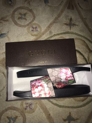 Gucci GG Bloooms Supreme slide sandal / flip flops for Sale in Tucson, AZ