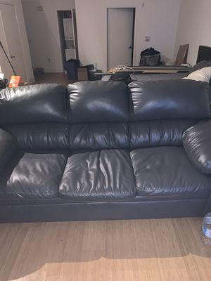 Leather couch (used) for Sale in Los Angeles, CA