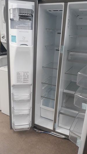 33 inch stainless steel side by side refrigerator brand new scratch and for Sale in MD, US