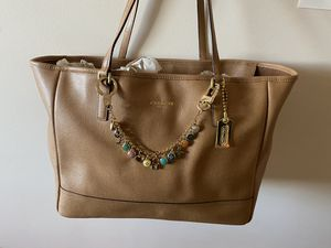 Coach tote bag tan for Sale in North Bergen, NJ