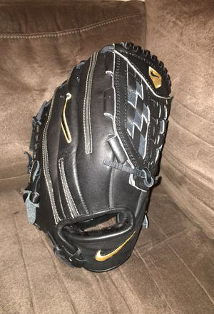 Baseball glove for Sale in Bronx, NY