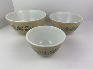 Pyrex Homestead Nesting 3 Piece Mixing Bowl Set 401 402 403 Vintage for Sale in Elgin, IL