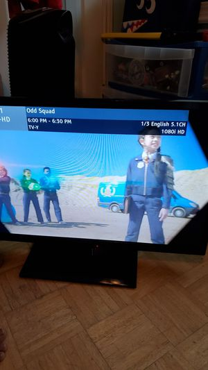 Panasonic 32 inch tv with remote for Sale in Grand Prairie, TX