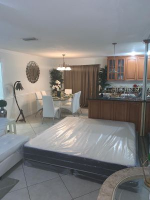 New king mattresses and box springs DELIVERY AVAILABLE 200$ for Sale in Pembroke Pines, FL