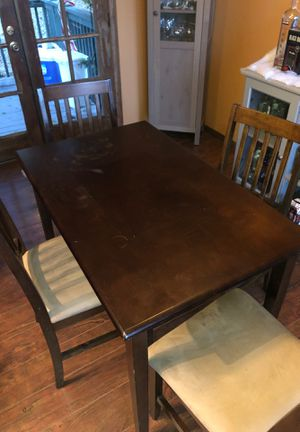 Small Kitchen table with 4 chairs for Sale in Spring Valley, CA