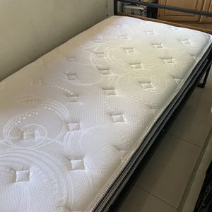 Twin Matress Great Condition for Sale in Topanga, CA