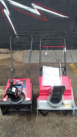 SNOW BLOWERS (WORKS GREAT) for Sale in St. Louis, MO