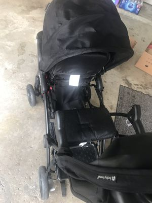 Baby trend double stroller sit and stand for Sale in Farmington Hills, MI