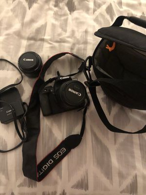 LIKE NEW Canon T4i bundle (DSLR) - camera, camera strap, charger, case, two lenses for Sale in Chicago, IL