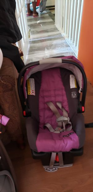 Used pink and great car seat for baby for Sale in Brooklyn, NY