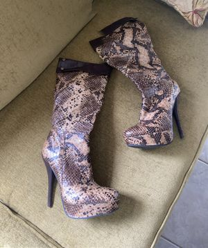 snake boot size 7 with heel good condition like new for Sale in New Port Richey, FL
