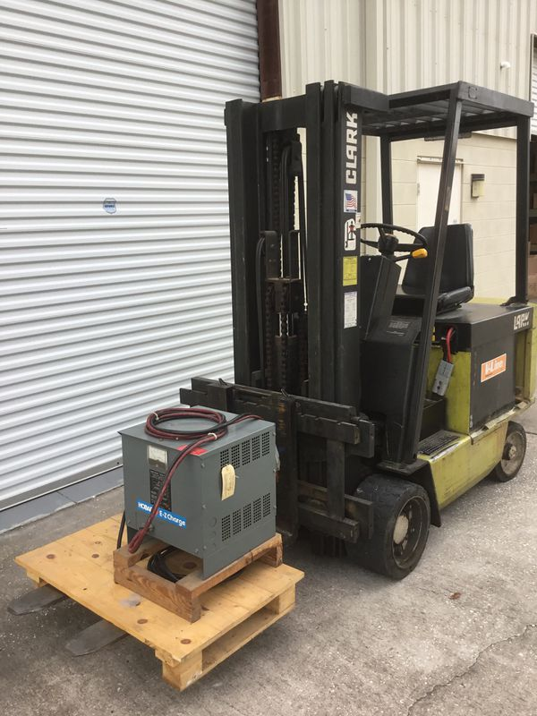 Clark ECS-30 electric forklift