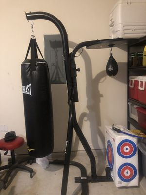 Everlast 2 station heavy bag stand. for Sale in Katy, TX