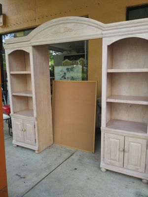Lightwood Wall unit with bookshelves for Sale in Pembroke Pines, FL