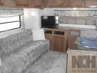 """2000 Jayco Quest 270 NEW 15"""" TIRES for Sale in Newark,  CA"""