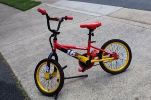 Boys bike. Great condition. Stabilizers and pads for Sale in Reston, VA