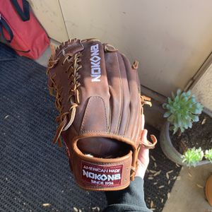 Nokona Left Handed Baseball Glove . Size-12.75 for Sale in Lincoln, CA