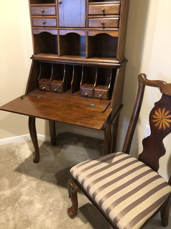 Price drop!!!! 2 Piece secretary's station/desk with chair.