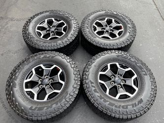 "(4) 17"" Jeep Gladiator Wheels 285/70R17 Falken Wildpeak - $825 for Sale in Santa Ana,  CA"