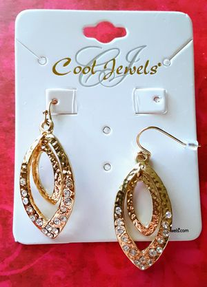 New textured goldtone double dangle earrings with crystals for Sale in Fullerton, CA