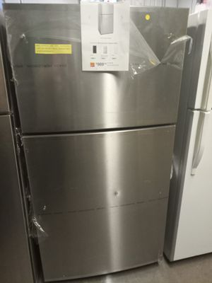NEW SCRATCH AND DENT WHIRLPOOL TOP FREEZER FRIDGE 33 IN W/6 MONTHS WARRANTY for Sale in Baltimore, MD