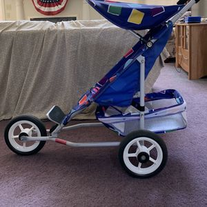 Folding Jogging Stroller for Sale in Brunswick, OH