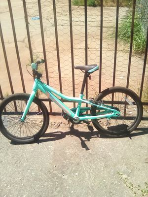 Unisex blue and peach Cannondale bike for Sale in Oakland, CA