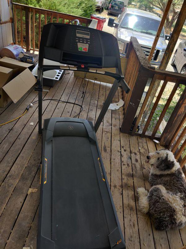 Treadmill golds gym