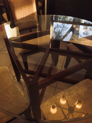 """Dinette Set/ Dining Table w/ Chairs 54"""" Glass Top for Sale in Gulfport, FL"""