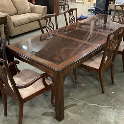 Gorgeous Drexel Heritage Dining Set - Delivery Available for Sale in Tacoma,  WA