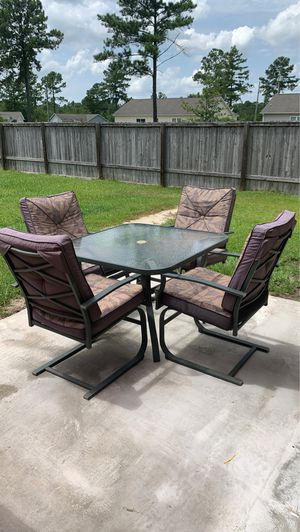 Patio Table with 4 chairs for Sale in Richlands, NC