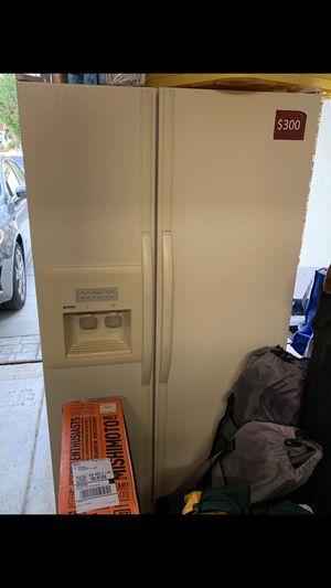 Fridge/freezer kenMoore for Sale in Pittsburg, CA