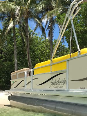 2009 sweet water Tuscany 2486 pontoon for Sale in Miami, FL