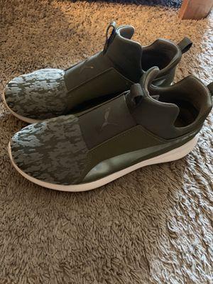 Puma Mid Level Sneaker 7.5 size for Sale in Warren, MI