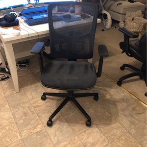 Black Mesh Adjustable Office Chair for Sale in Torrance, CA