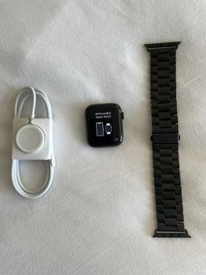 Apple Watch Series 5 LTE (GPS + Cellular) 44mm w/ charging cable and watch band for Sale in Long Beach, CA