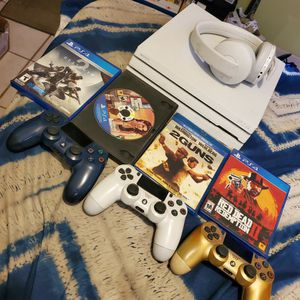 PS4 Pro 1TB with Accesories Deal Of The Day!!! for Sale in Compton, CA