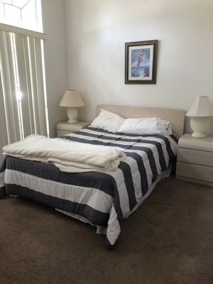 Full size bed and frame for Sale in Davenport, FL