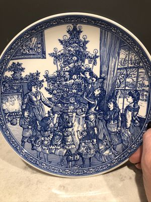 """Spode Room Collection. """"Decorating the Tree"""" 8 1/4"""" Christmas plate for Sale in Framingham, MA"""