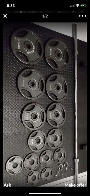 Brand New Fitness Gear Weight Set. Olympic bar and weights 300 Pounds for Sale in Tacoma, WA