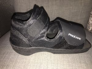 Lightweight Medical Shoe for Broken Foot - SIZE XS Fits up to 7 1/2 shoe for Sale in Hialeah, FL