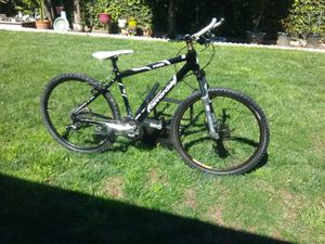 Cannondale f300 mountain bike with disc brakes for Sale in Los Angeles, CA