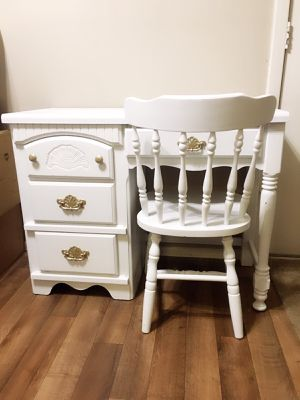 Solid Wood Broyhill Vanity Desk With Chair for Sale in San Antonio, TX