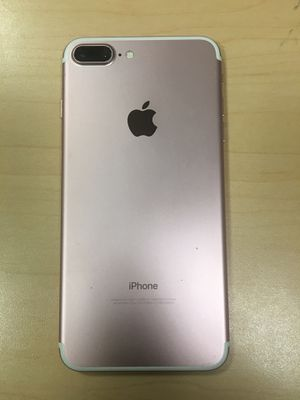 iPhone 7 32gb UNLOCKED with 6 months warranty for Sale in Boston, MA