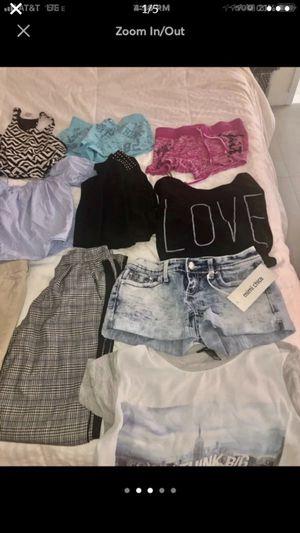 Clothes bundle for Sale in Miami, FL