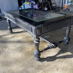 Coffee Table with Glass-Top! for Sale in Fresno, CA