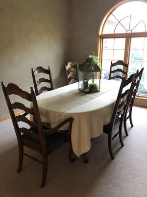 table and chairs -Ethan Allen for Sale in Hastings, NE