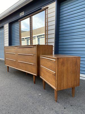 Vintage Mid Century Dresser and Nightstand Bedroom Set for Sale in Kirkland, WA