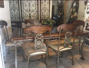 Dinning table for Sale in Haines City, FL