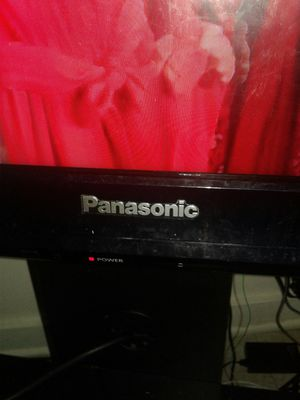 32 inch Panasonic tv with remote for Sale in Lorain, OH
